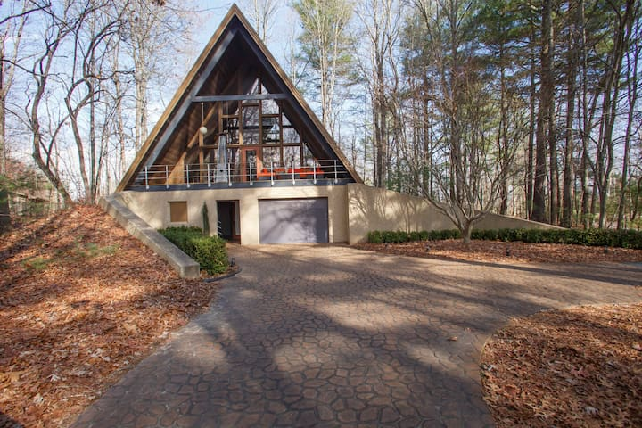 Treehouse  / A-Frame - Mills River