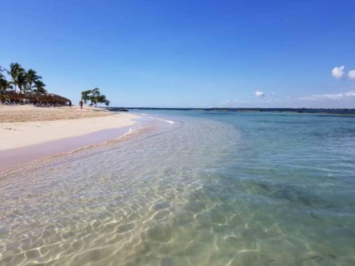 Hermosa Villa en   Playa Nueva Romana