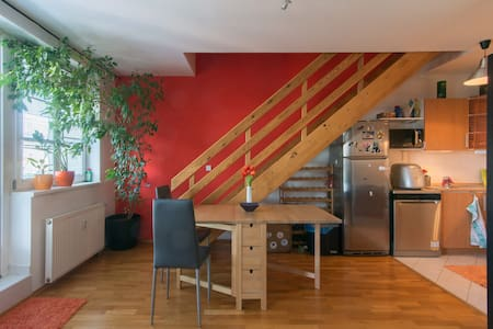Cosy, sunny two-story apartment, 20min center