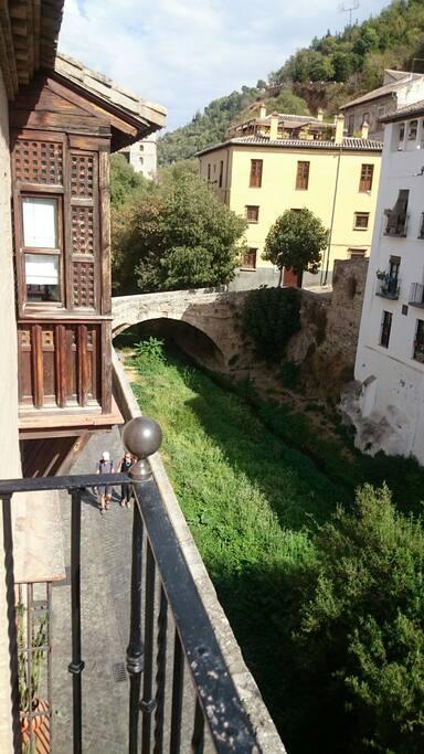 Vista al río Darro desde balcón