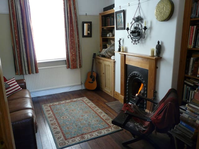 Private room near the centre of York. - York - Radhus