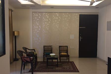 Full Apartment in Noida,Sector 120. - Noida - Apartamento