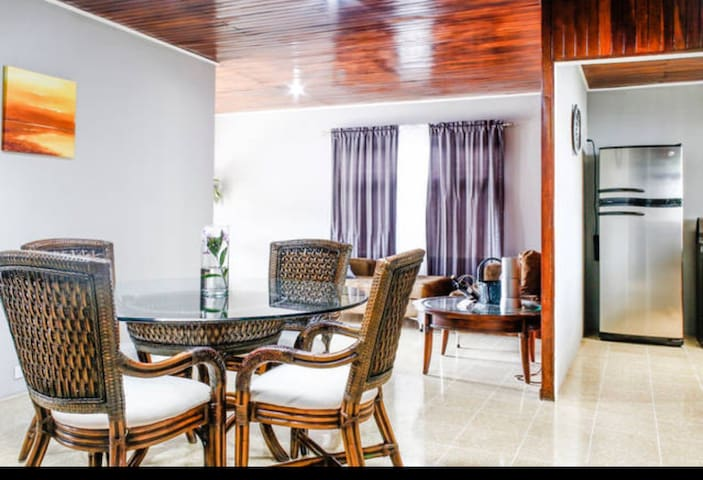 Beautiful house near the Airport - Heredia - Casa