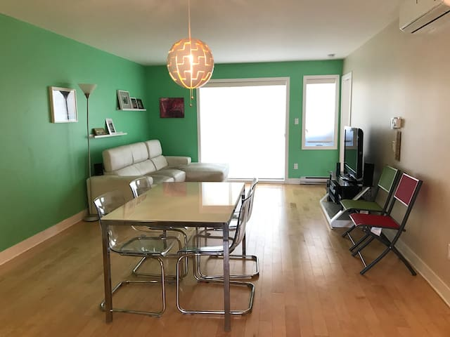 Sunny condo, 10 min from Airport and Downtown - Montréal - Condo
