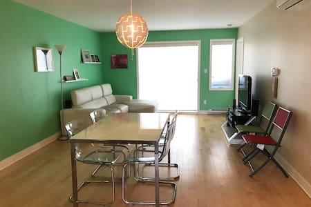 Sunny condo, 10 min from Airport and Downtown - 蒙特利尔 - 公寓