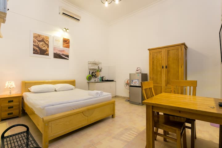 Private room w/Window, 5' to Nguyen Hue street