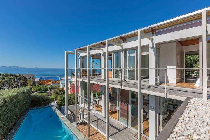 Bishop's View - Modern Villa in Kalk Bay