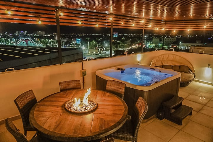 Downtown View Kingbed w/ Optional rooftop Jacuzzi