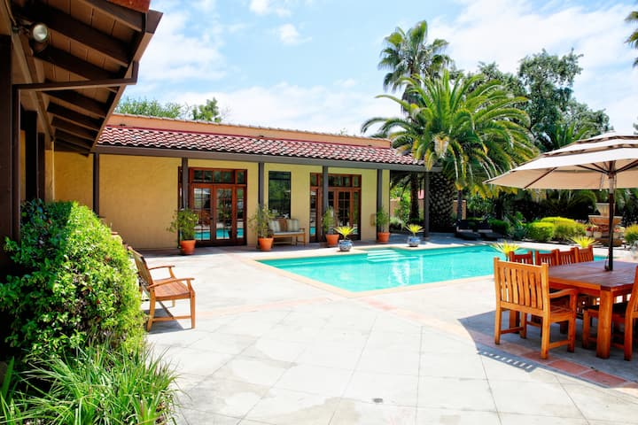 Las Palmas-Sonoma Resort Like Home, Quiet get away 1 Mile from Historic Plaza & Wineries  House, 3 Bedrooms (all en suite with queen beds), 3.5 Baths (Sleeps 6)