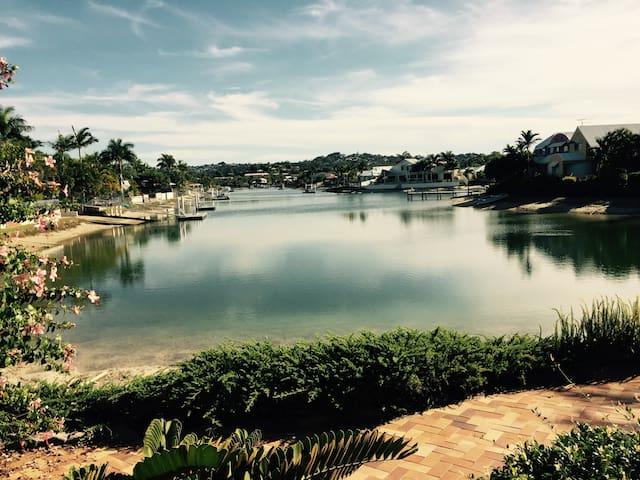 Maroochydore Water Front Home - Maroochydore - Casa