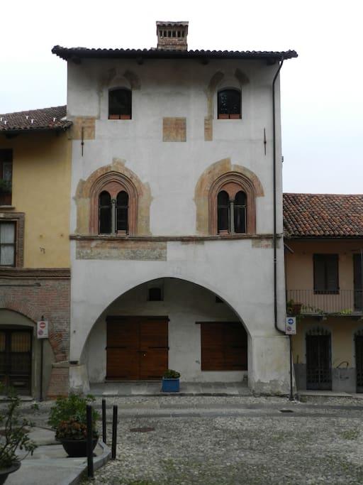 La casa vista da piazza Santa Maria
