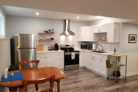 """""""Charming Stay at Cooks Bay"""" Lake Simcoe Apartment"""