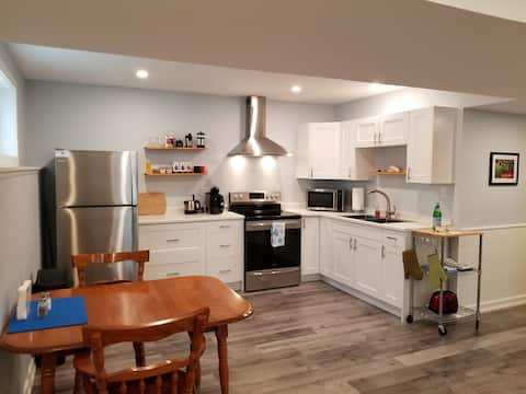 """Charming Stay at Cooks Bay"" Lake Simcoe Apartment"