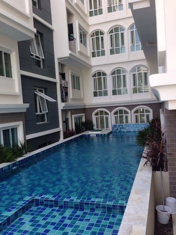 3min toBTS Bearing,Super Fast wifi - Bangkok - Wohnung