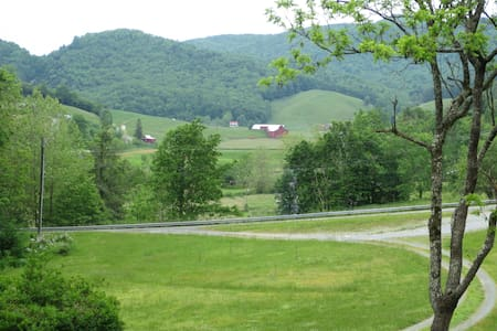 Enchanting Private Cottage & Carriage House - Sugar Grove