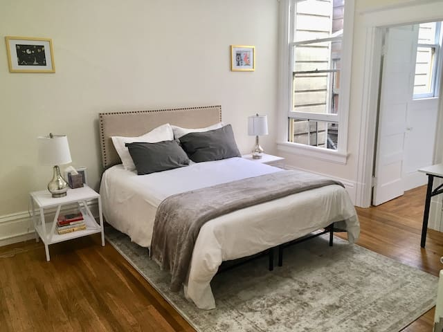 Spacious queen room in the heart of SF!