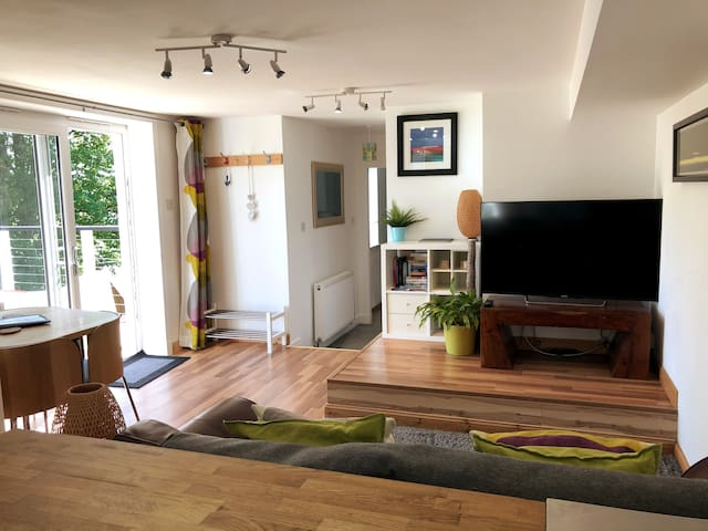 Roseacre Apartment with Decking & Private Parking