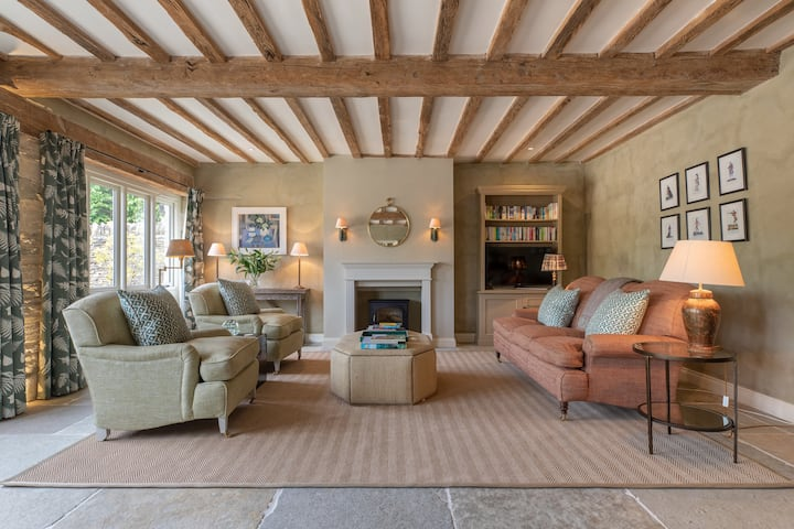 The Granary, boutique barn conversion in Eastleach