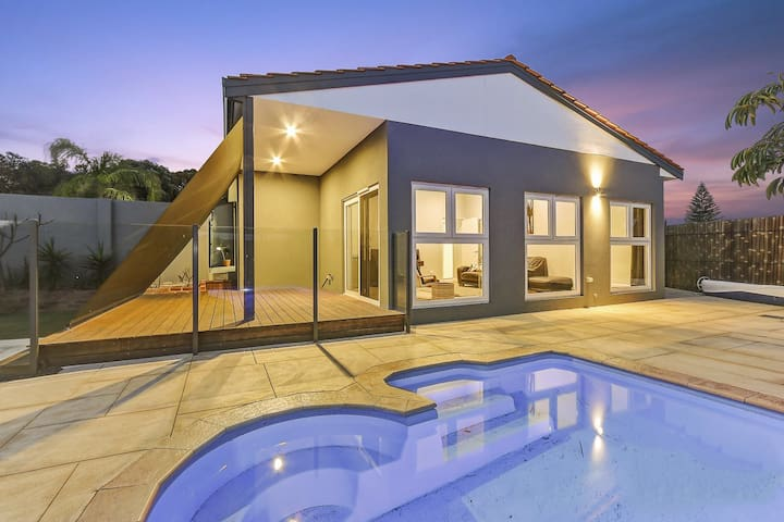 Kallaroo - Beachside Suburb Private Family Oasis