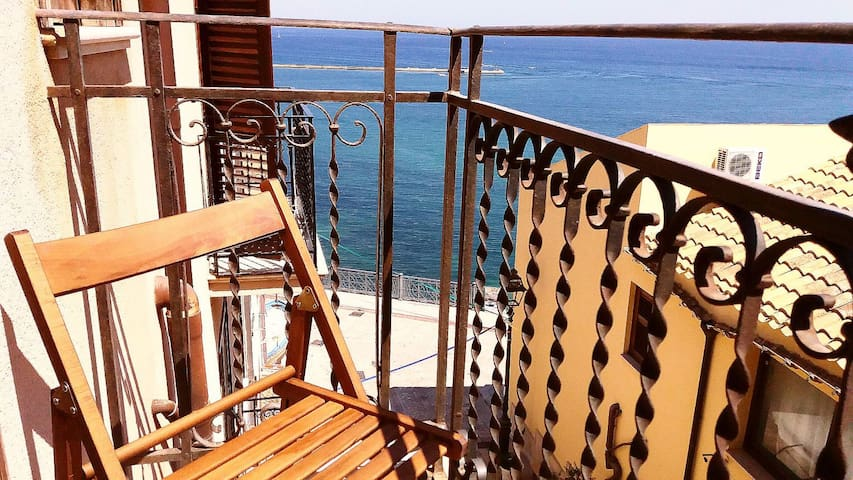 Studio apartament 15m. from waterfront! Gulf view!