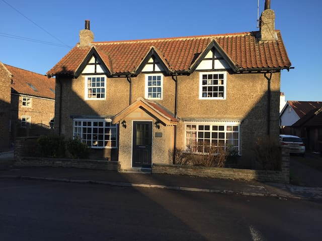 Quintessential Country Cottage near the city x - York - Hus