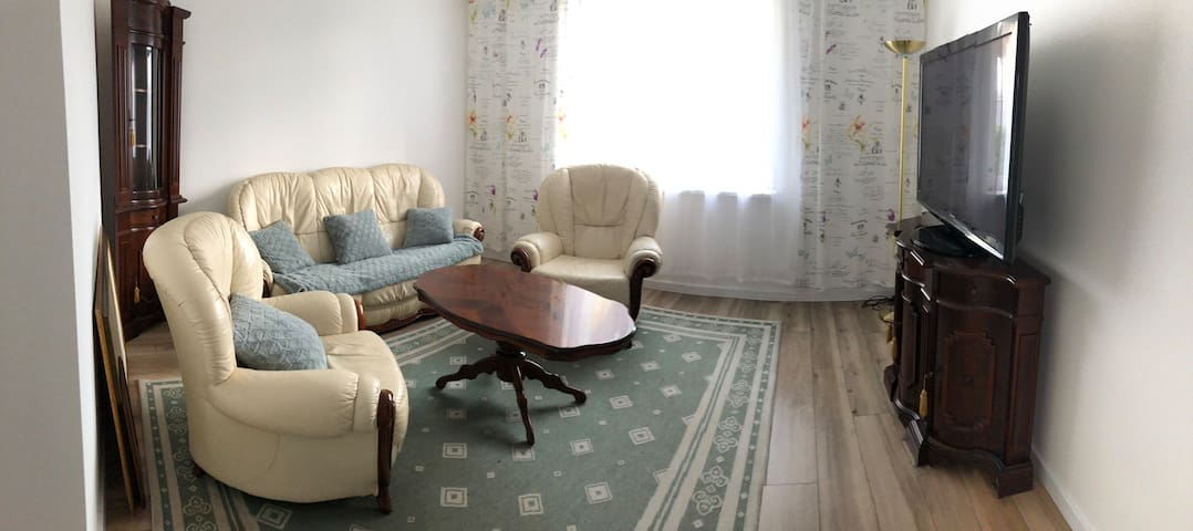 2 rooms app with terrasse. Free parking.