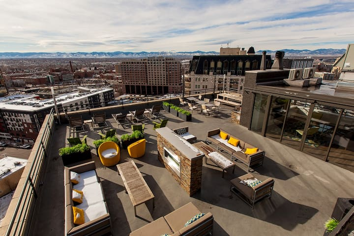 14th floor penthouse.  BBQ's, picnic tables, fire pit and Views!