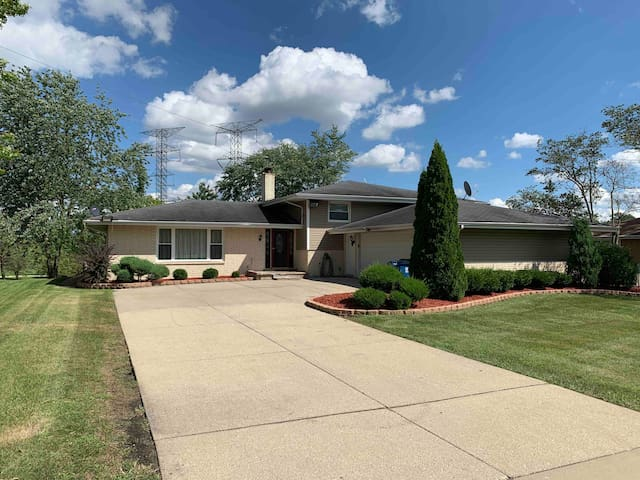 Gorgeous Home in Palos Heights
