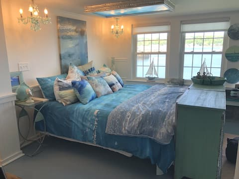 8 Bells by the Sea - Private Suite-On the Beach!