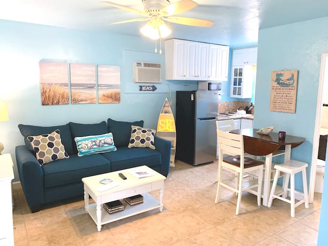 Newly Updated - 100 Yd Walk to The Beach! 1BD 2BH