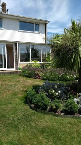 Lovely family home near the sea and Downs