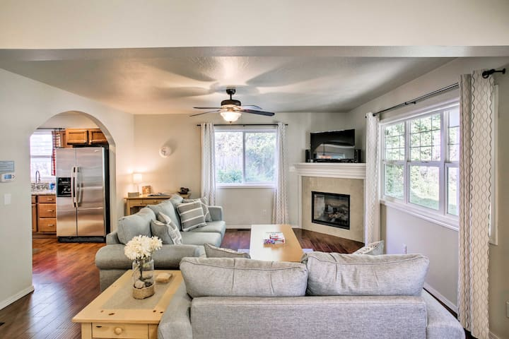 Charming Coeur d'Alene Abode: Steps to Tubbs Hill!