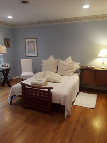 Quiet, Private Bedroom