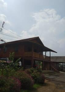 VILLA MATAHARI CIGOMBONG (PANGRANGO MOUNTAIN VIEW)