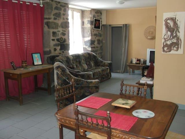 LES BRANQUES Neussargues en Pinatelle Cantal.