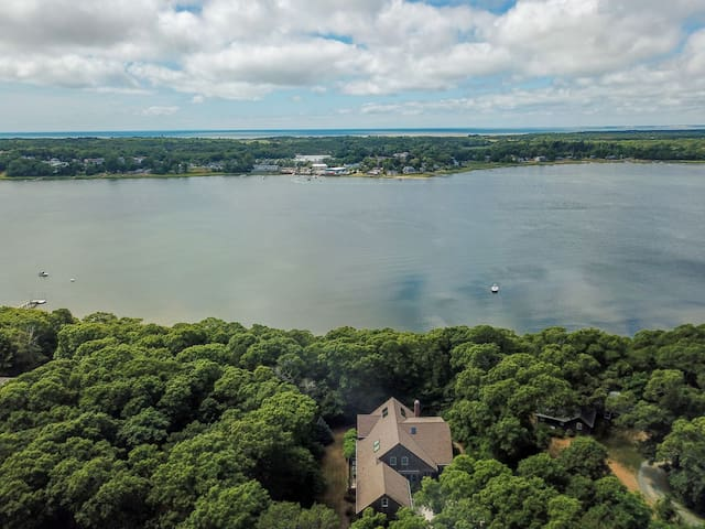 #514: Spacious, Waterfront home with Chef's Kitchen, Large Deck and Game Room!