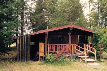 Cabin in the Pines - Bonners Ferry