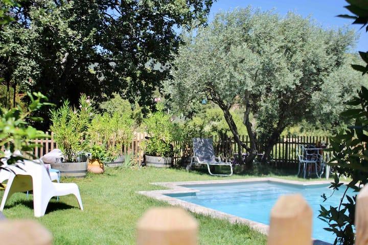 agreable maison avec piscine à cucuron luberon