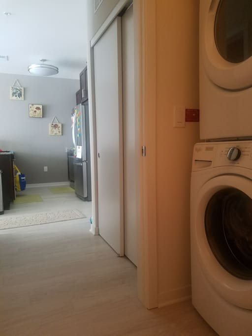 washer/dryer in unit with full kitchen