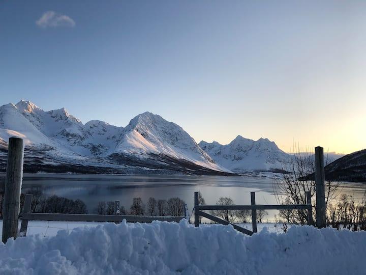 Lyngen Alps guesthouse. Follow on Insta;conmyr