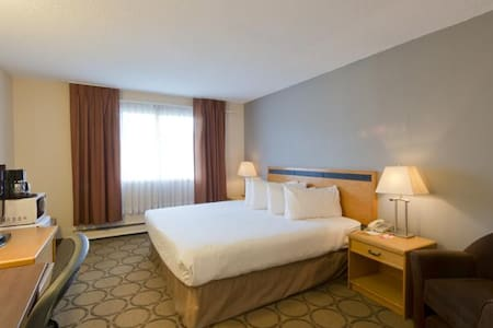 Queen Room @ Riviera City Centre - Prince George - Andere