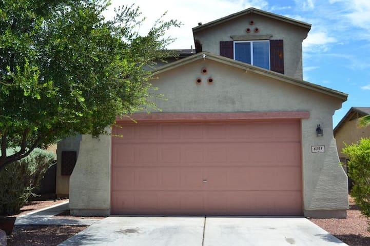 3 Beds	3 Baths	$(PHONE NUMBER HIDDEN) Sq Ft - Tucson