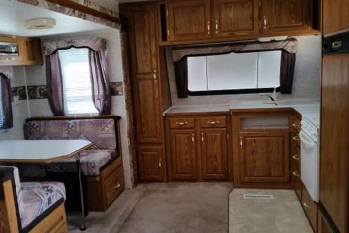 28' RV with Living Room Slideout on Horse Property