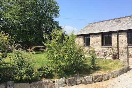 Peaceful Barn with Sea Views near Falmouth