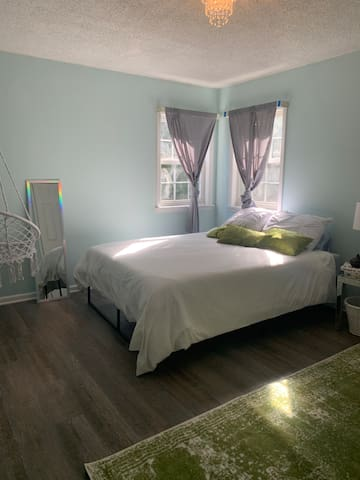 Trendy apartment 1 mile from downtown Raleigh