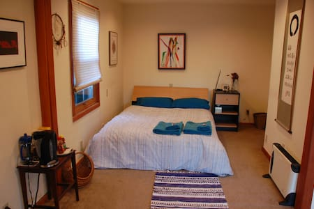 Ravenna urban wilderness near UofW (west end) - Seattle - Bed & Breakfast