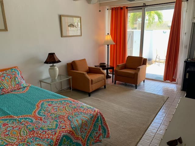 PRIVATE STUDIO- AT MARGARITAVILLE- POOL, 2 BEACHES