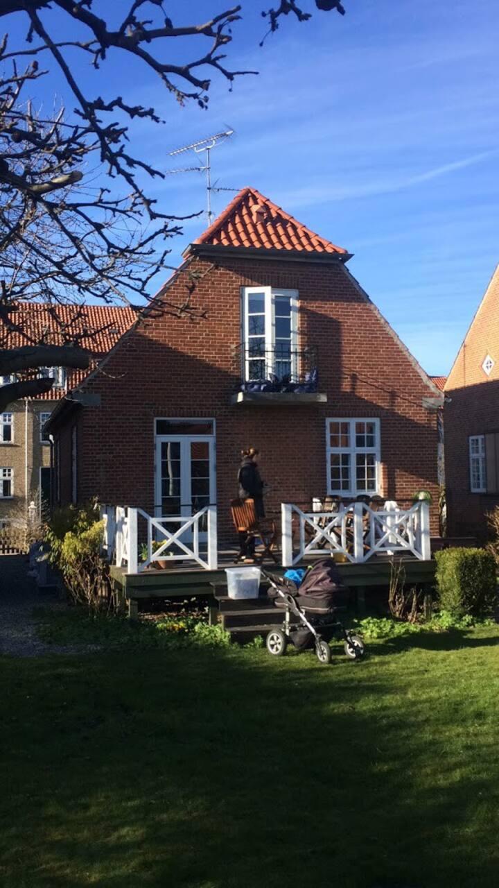 Room in House + Garden/terrace/Kitchen/Living Room