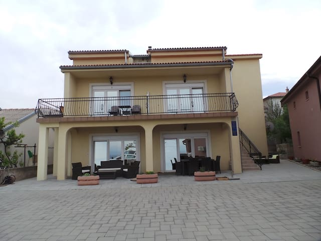 Studio for 2 persons with WLAN in Senj R73266