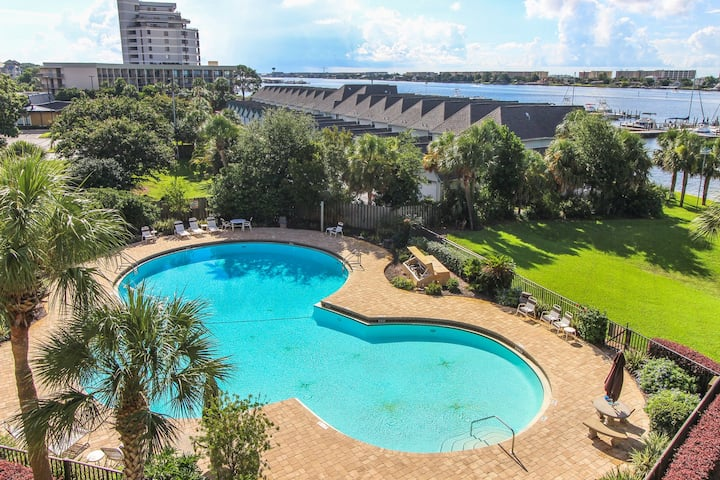 Beautiful bayfront condo with pool access, and beach!